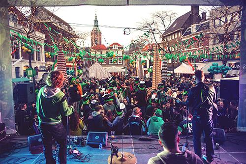 St Patricksday Den Haag op de Grote Markt, band Woodworks